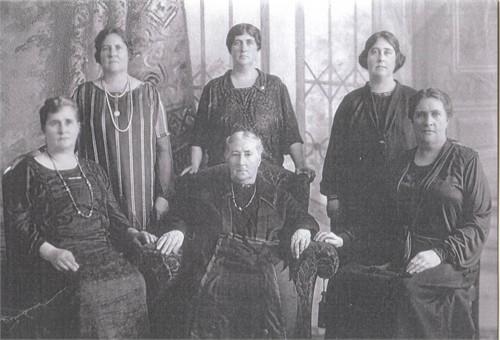 Ellen WARGENT CRESS and her 5 daughters Circa 1900 in Nova Scotia, Canada